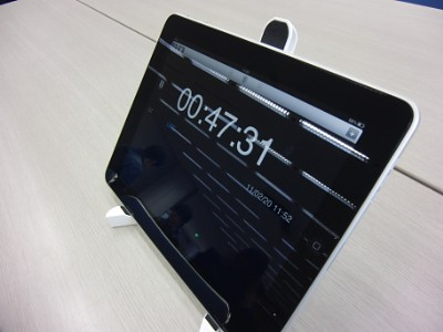 iPad is best round clock for personal!